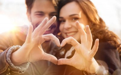Hoe kun je zien dat een man aan je denkt? 5 signalen die je goed kunt gebruiken!